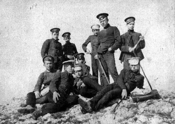 Симферопольские гимназисты на учебной экскурсии в Крымских горах, конец 19 века