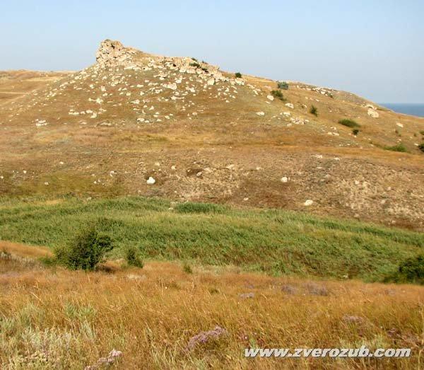 Сююр-таш (Острый камень) - античное поселение над бухтой