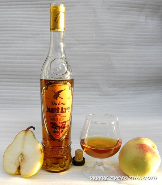 к коньяку до начала 20 века было принято подавать дольку груши или персика